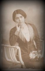 Foto com moldura 10,5x16 - Maria do Carmo Batista em 3 de Dezembro de 1914