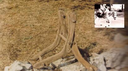 Cangalhas que se colocavam em cima dos burros para o transporte de água