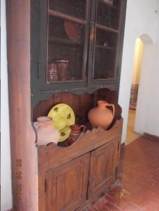 Armário que se usava nas cozinhas e onde se colocavam os câtaros com água da fonte